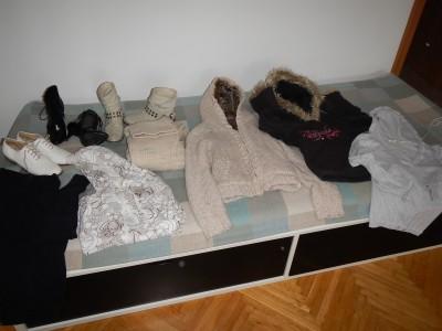 Pěkná dámsá trička, šaty, mikiny, boty, spodní prádlo, bundy