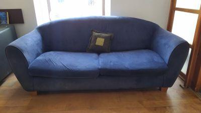 Daruji gauč, roztahovací, tmavě modrý.