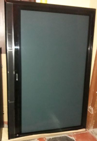 Přenechám za odvoz  plasma TV Hitashi  (127 cm ) na opravu