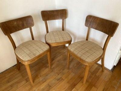 Čtyři dřevěné židle, béžové polstrování