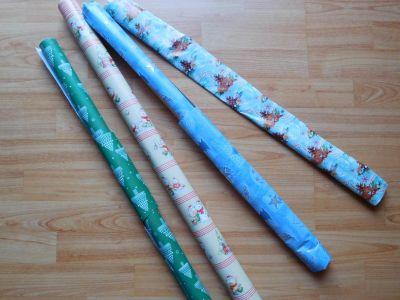 Zbytky vánočních balících papírů