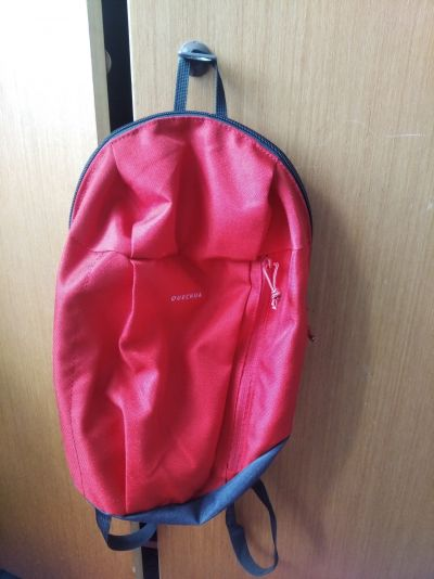 Červený batoh Quechua