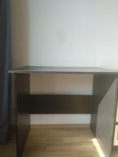 Malý pisemni stůl Ikea