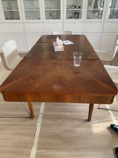 Rozkládací starý stůl
