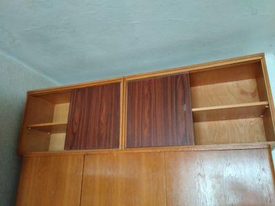 Starší nábytek, více kusů, různé typy