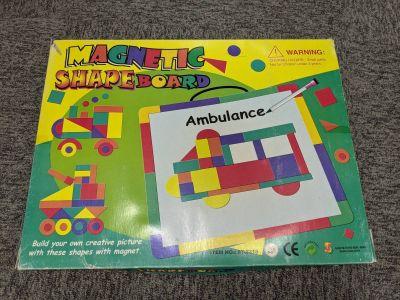 Magnetická tabule s geometrickými útvary