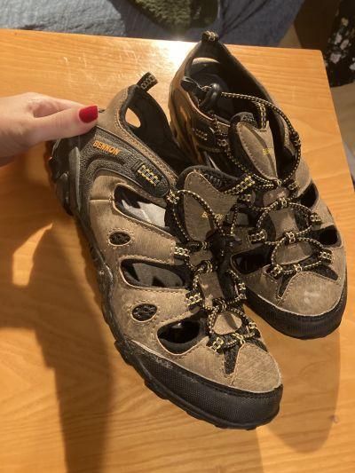 Dámské sportovní sandále, vel. 40