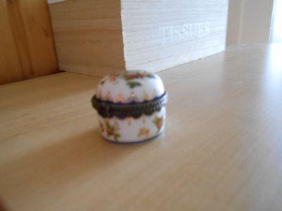 Porcelánová mini dózička