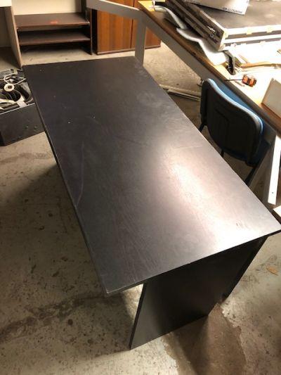 černý stůl