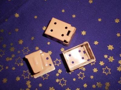 Kovové úchytky od dřevěné rolety IKEA