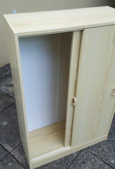 Skříňka s posuvnými dveřmi