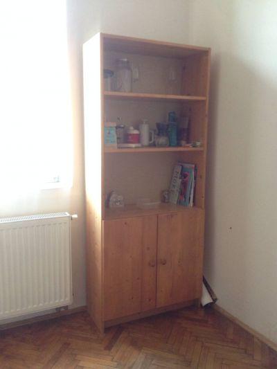 Daruji za odvoz dřevěnou skříň.