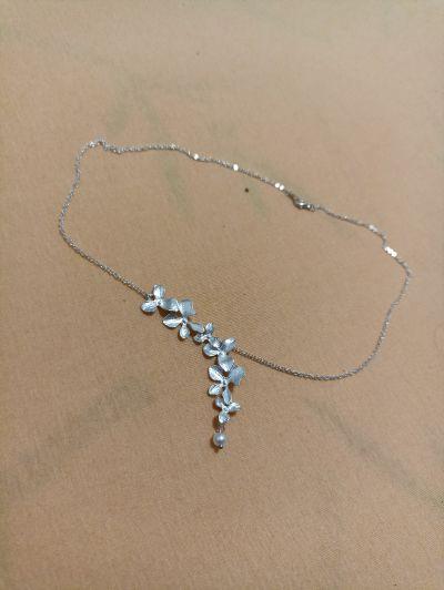 """""""stříbrný"""" náhrdelník s květinami"""