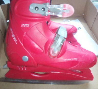 Červené lední brusle