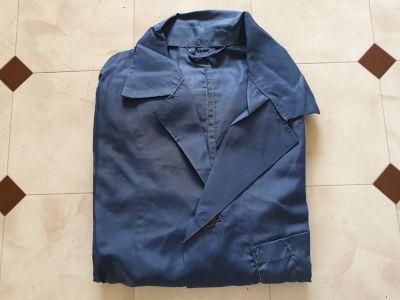 Modrý pracovní plášť