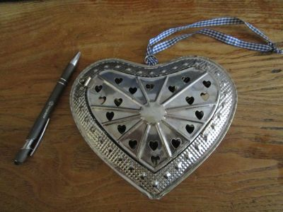 plechové srdce asi 15 cm