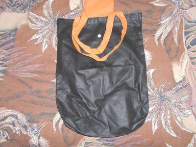 Černá taška.