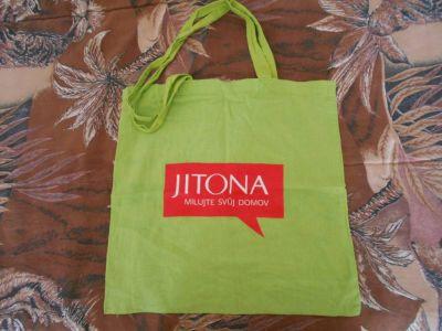 Zelená látková taška.