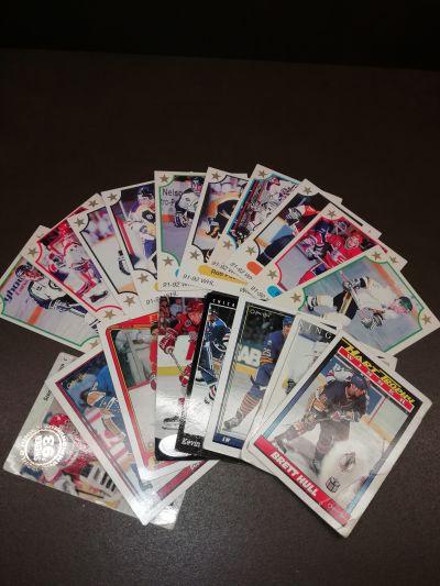 18 hokejových kartiček