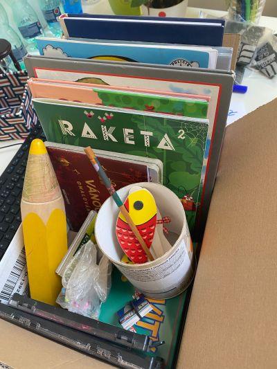 Krabice věcí pro děti