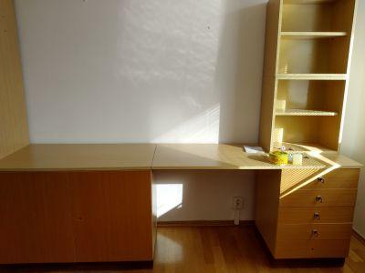 Pěkný, zachovalý nábytek universal