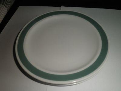 Mělké talířky s barevným okrajem
