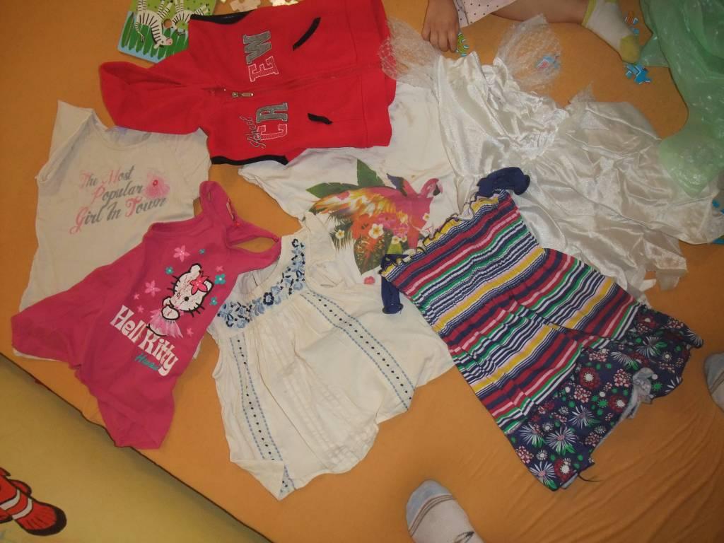 Daruji za odvoz mix holčičího oblečení 98-110  5062294b47