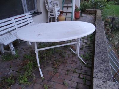 Zahradní stolek