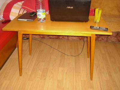 konfereční stolek stoleček